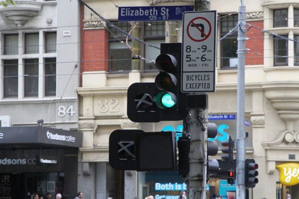 New 'T' light and bike head start awaiting commissioning eastbound at Collins and Elizabeth Street