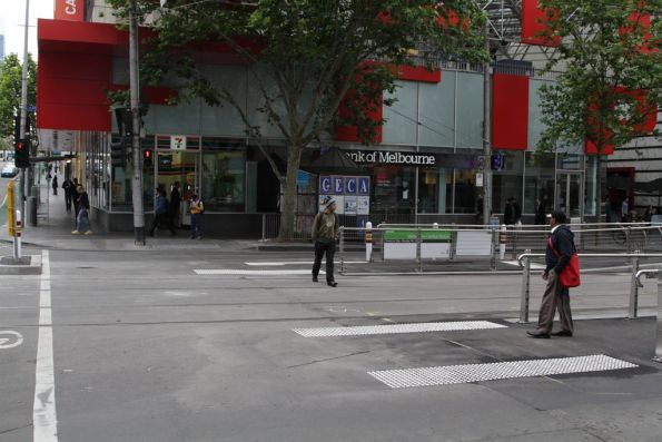 Widened pedestrian crossing to the newly opened La Trobe and Elizabeth Street platform stop