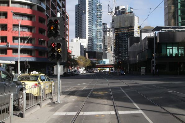Traffic signals at Whiteman and Queensbridge Street: road signals on top, tram/bus on the bottom