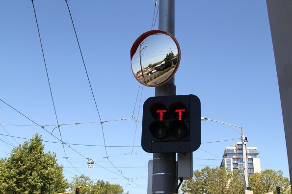 'T' lights departing the stub siding at Moonee Ponds Junction
