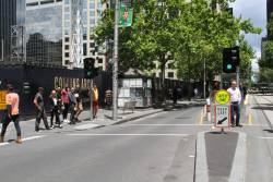 Pointless traffic lights at the Market Street end of the Collins Street tram stop
