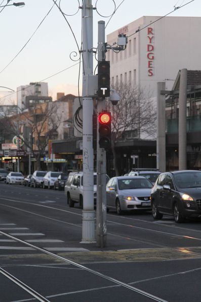 Traffic signals without backboards, located between the tracks at Fitzroy and Acland Street