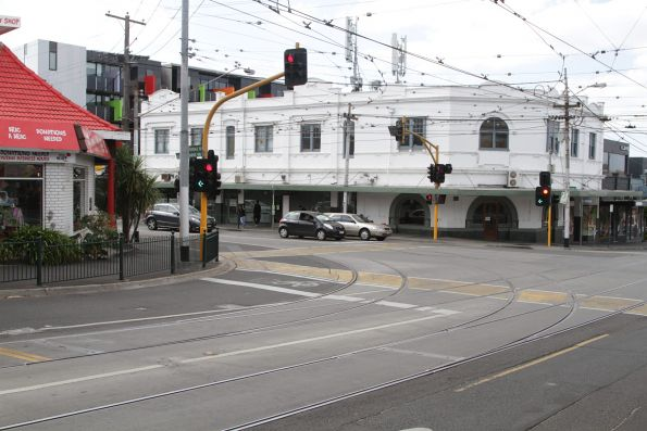 South to west curves at the corner of Glenferrie and Riversdale Roads