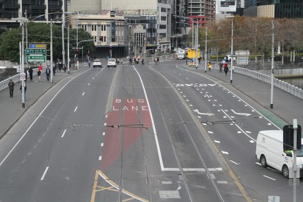 Shared bus and trams lanes across Queensbridge