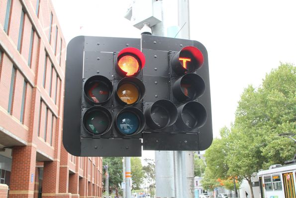 Traffic signals and 'T' lights northbound at Spencer and La Trobe Street