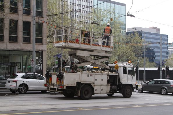 Tying back feeder cables to overhead lines at William and Collins Street
