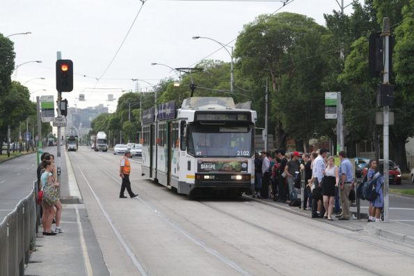 B2.2102 dumps a load of outbound route 59 passengers on Flemington Road