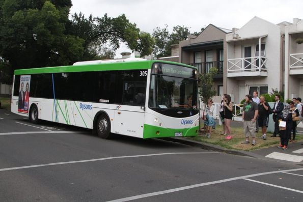 Dysons #305 rego 5461AO picks up route 59 passengers on Flemington Road