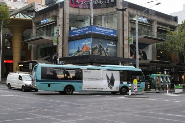 Bus on a route 19 replacement service gets stuck turning from Bourke into Elizabeth Street
