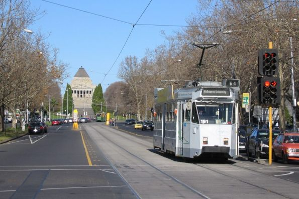 Z3.121 on route 64 heading towards the city on St Kilda Road, with the Shrine of Remembrance in the background