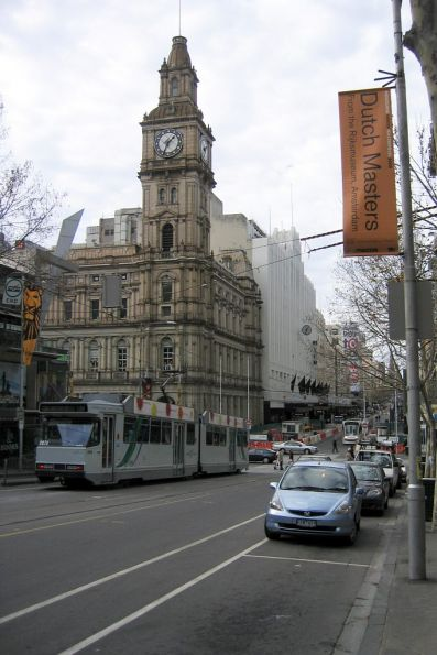 B2.2073 eastbound on route 86 at Bourke and Elizabeth Street