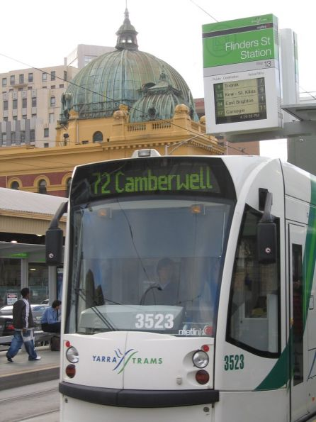 D1.3523 southbound on route 72 at Flinders Street Station
