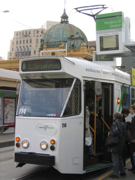 Z2.114 southbound on route 64 at Flinders Street Station