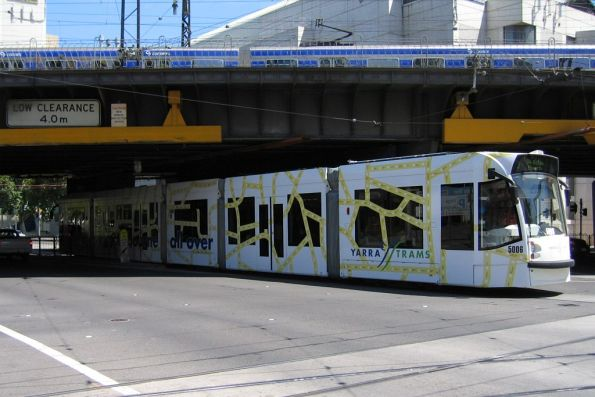 D2.5006 in 'Melbourne All Over' livery southbound on route 96 at Spencer and Flinders Street