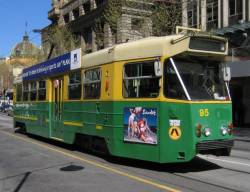 Z1.96 southbound on Swanston Street, in still in 'The Met' green and gold livery