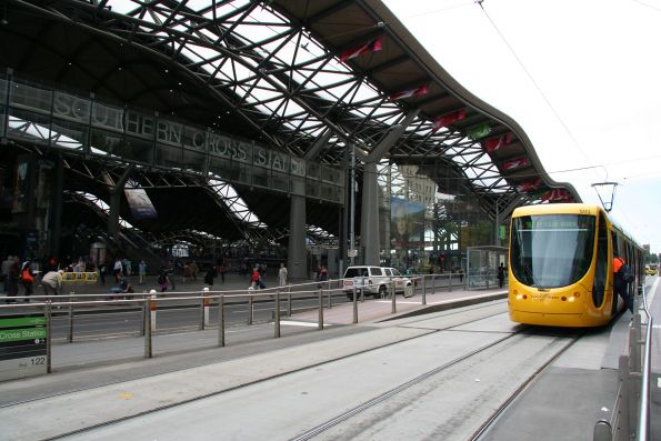 C2.5113 head south on route 96 at Southern Cross Station