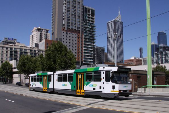 B2.2026 in the new Yarra Trams Mk4 livery on La Trobe Street
