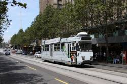 Z3.205 heads north on Swanston Street