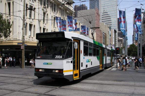 B2.2006 freshly repainted in the YT Mk4 livery heads east on Bourke Street