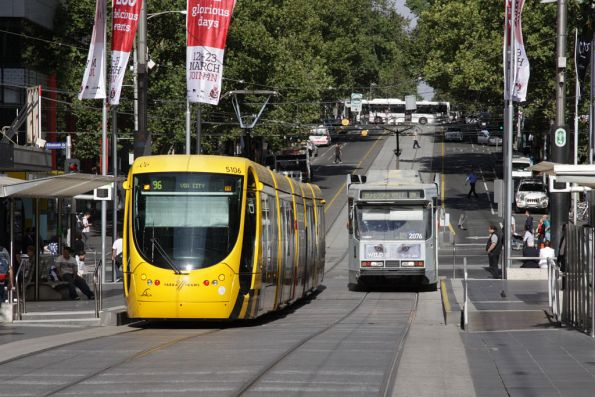 A westbound C2.5106 passes eastbound B2.2076 in the Bourke Street Mall