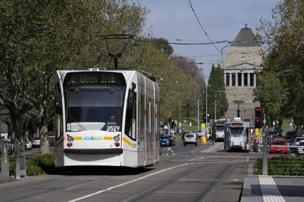 D1.3529 heads down St Kilda Road towards the Shrine