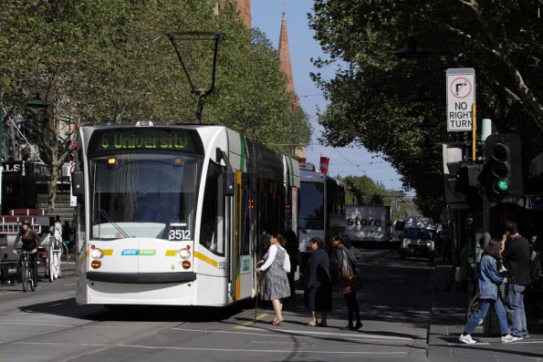 D1.3512 stops for passengers at Swanston and Bourke