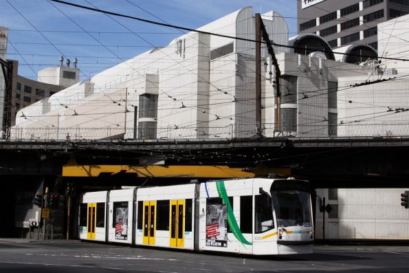 D2.5005 passes under the Viaduct at Flinders and Spencer Streets