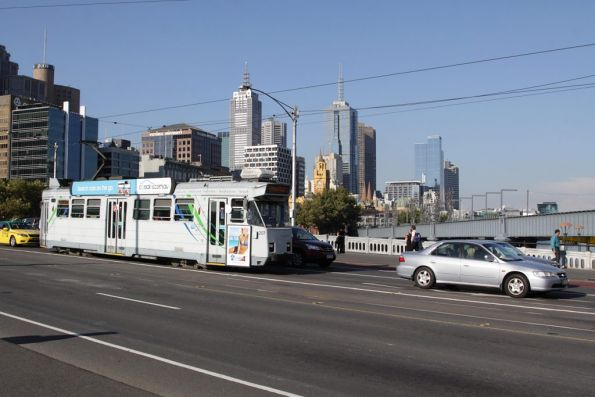 Stuck in traffic due to the lack of tram lanes, Z3.207 outbound on route 55 crosses Queens Bridge