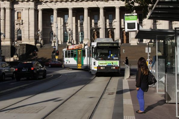 B2.2090 stops for passengers westbound at Bourke and Spring Street