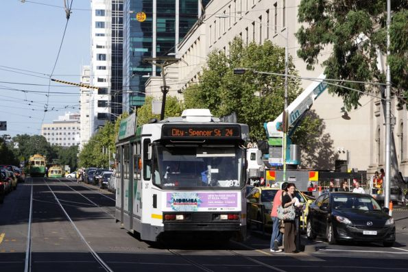 A2.287 stops for passengers westbound at La Trobe and Swanston Streets