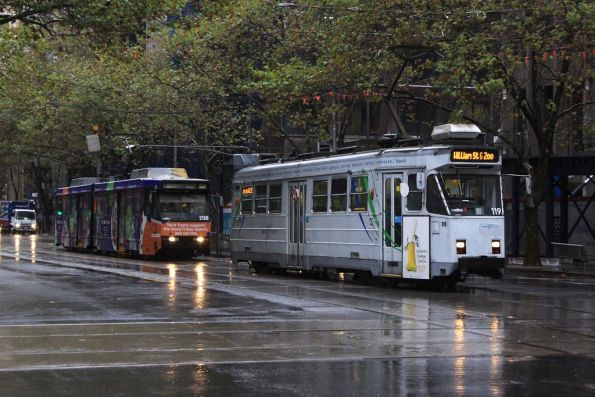 Z3.119 and B2.2128 northbound on William Street at Bourke