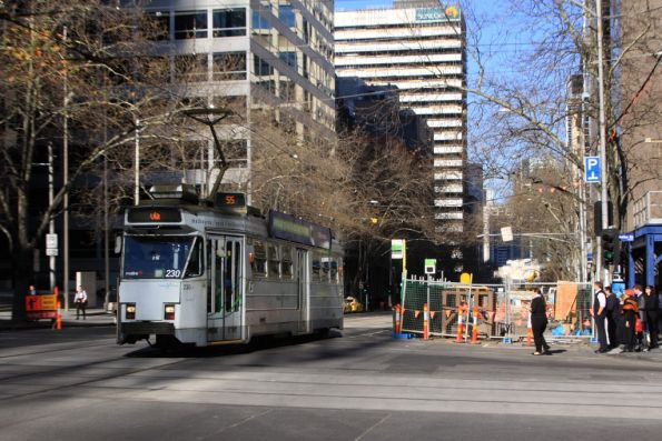 Z3.230 heads north along William Street at Bourke