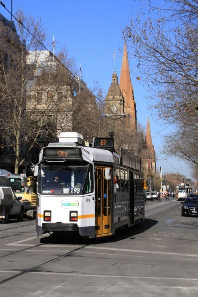 Z3.193 heads northbound at Swanston and Bourke Streets