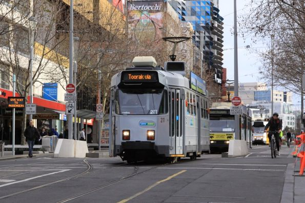 Z3.211 heads south on Swanston Street in a hybrid YT Mk3/4 livery