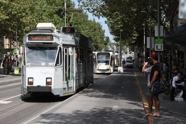 Z3.191 heads north on Swanston Street at City Square