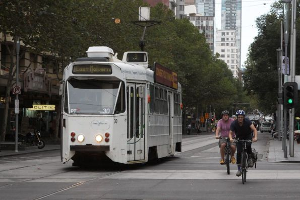 Z1.30 heads south at Swanston and Collins Street