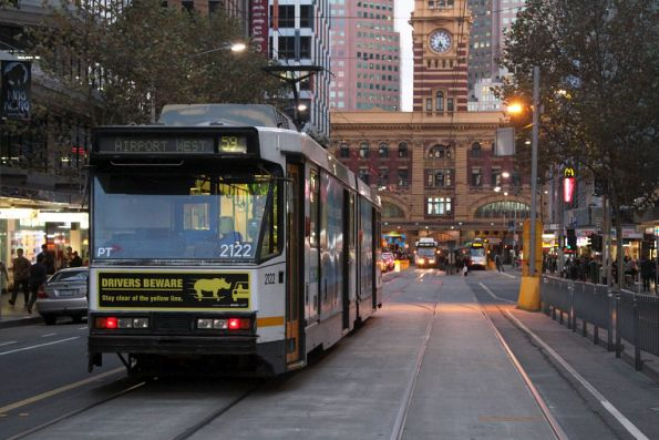 B2.2122 waits for a clear platform at the Elizabeth Street terminus