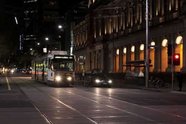 B2.2056 southbound at Elizabeth and Bourke Streets