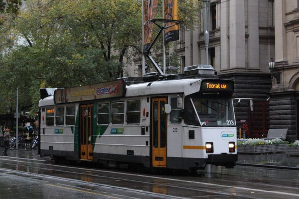Z3.213 heads south on Swanston Street outside Melbourne Town Hall