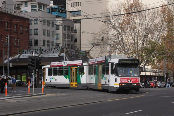 B2.2061 turns from Bourke into Spencer Street with a route 86 service