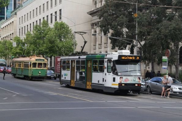 A2.294 leads SW5.845 westbound at La Trobe and Swanston Streets