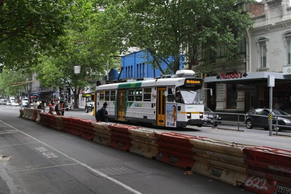 Z3.121 passes the temporary stop for northbound trams at La Trobe and Elizabeth Streets