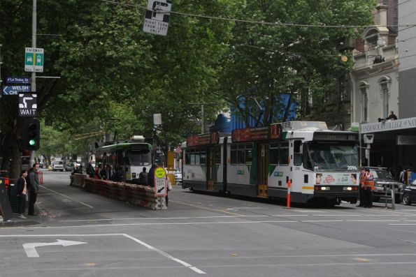 B2.2096 stops opposite the temporary stop for northbound trams at La Trobe and Elizabeth Streets