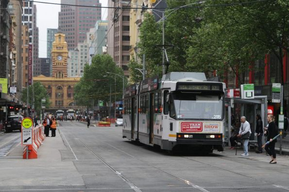 B2.2115 heads north at the corner of Elizabeth and Bourke Streets