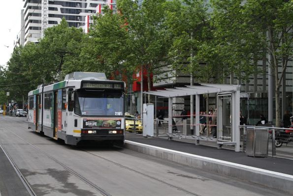 B2.2105 heads south past the future platform stop at Elizabeth and La Trobe Street