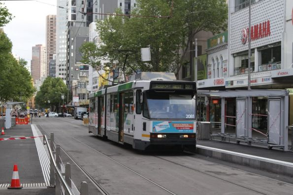 B2.2081 heads north past the future platform stop at Elizabeth and La Trobe Street