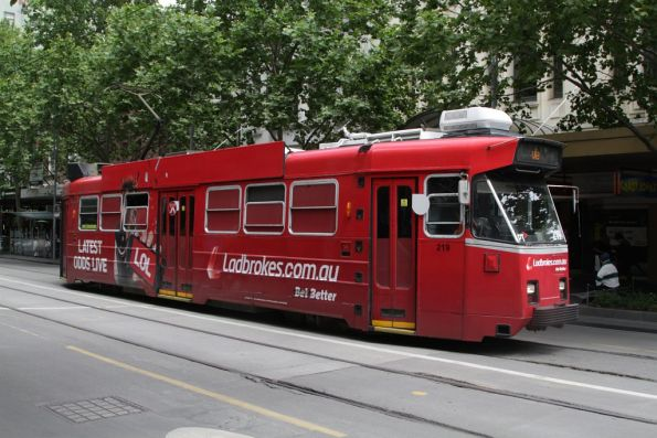 Z3.219 advertising 'Ladbrokes Bookmakers' northbound at Swanston and Bourke Streets