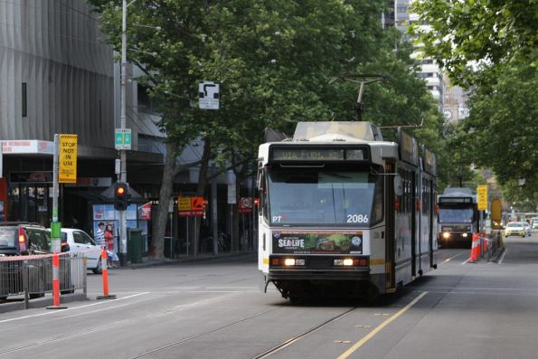 Northbound on Elizabeth Street, B2.2086 passes the closed Franklin Street stop