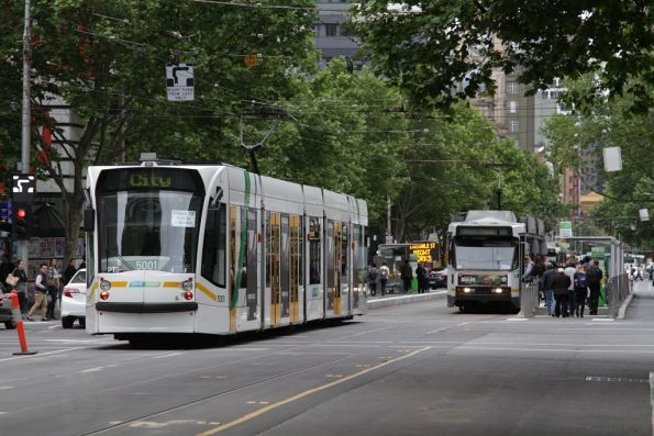 D2.5001 with a route 19 service southbound at Elizabeth and La Trobe Streets