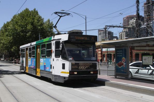 A2.273 heads west on route 75 at Flinders and Market Streets